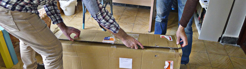 Jerónimo and Jesús unboxing the first prototypes of the Nordest Bardino